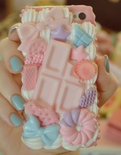 Absolutely #kawaii decoden phone case! Love the nails, too.