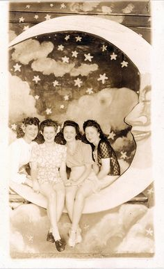 girls on a moon