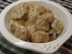 French Onion Meatballs Recipe- Omgoodness these were FANTASTIC! For the meatball version I switched the water with a can of low-fat milk, French onion soup instead of cream of Onion soup- and they were awesome! Cooked in the Crock Pot, on low for 6 hours. Slow Cooker Recipes, Crockpot Recipes, Cooking Recipes, Onion Recipes, Quick Recipes, Quick Meals, Delicious Recipes, French Onion Meatballs Recipe, Meatballs 2
