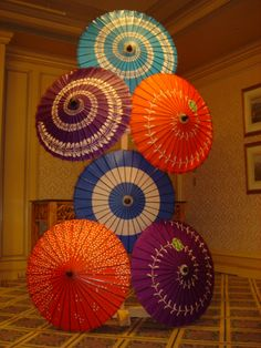 JAPAN: Umbrellas duct taped and stacked on a board, or try a coat rack? Nice display for Japanese Theme Party |
