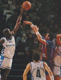 Carl Herrera (Real Madrid) blocking Epi (F. Barcelona) in ACB's season Basketball Legends, Basketball Players, Art Reference Poses, Real Madrid, Barcelona, Hampers, Legends, Sports, Barcelona Spain