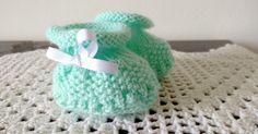 Sapatinho Bebê Para Recém Nascido Fofura Verde   Lã super bebê   Agulhas nº3   Agulhas de tapeçaria para costurar   Fita bebê     Este s...