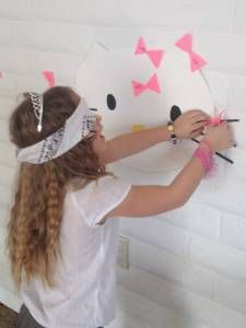 Pin the Bow on Hello Kitty! FUN! hello_kitty_party_ideas_10