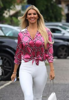 Christine McGuinness in Tights - Cheshire Christine McGuinness Style, Outfits and Clothes. Casual Plus Size Outfits, Chic Outfits, Fashion Outfits, Beautiful Young Lady, Beautiful Women, Hot Blonde Girls, Femmes Les Plus Sexy, Blonde Beauty, Hot Blondes