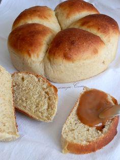 Chleb bananowy  180 ml. ciepła woda  1 saszetka drożdży instant  3 łyżki cukru  1 łyżeczka soli  60 gr. masła w temperaturze pokojowej  30 gr. mleko w proszku  2 dojrzałe banany  400 gr. mąka chlebowa