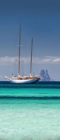Formentera island, Spain with Es Vedra in the background (thanks Michael H) Más Menorca, Ibiza Formentera, Cruise Italy, Sailing Holidays, Classic Yachts, Yacht Boat, Balearic Islands, Boat Rental, Sailing Ships