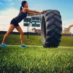 How to train for a super spartan race.I want one of these tires! We would be friends :) lol Batman Training, Spartan Race Training, Endurance Training, Strength Training Workouts, Half Marathon Training, Spartan Challenge, Spartan Trifecta, Spartan Super, 12 Week Workout