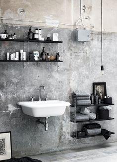 Unfinished Look Industrial Bathroom with Concrete Wall via Lotta Agaton for String Furniture Vintage Industrial Decor, Industrial Bathroom, Vintage Home Decor, Modern Bathroom, Bathroom Small, Bathroom Plants, Industrial Interiors, Minimalist Bathroom, Bathroom Storage