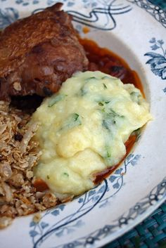 Clapshot, Skirlie, Hunters chicken (poulet chasseur) - This is a traditional Scottish meal! Scottish Dishes, Scottish Recipes, Swedish Recipes, Irish Recipes, Irish Meals, Uk Recipes, Cooking Recipes, Traditional Scottish Food, English Food