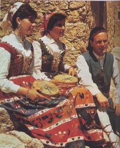 Le Foto d'Italia on line Sicilian Women, Italian Themed Parties, Postcards From Italy, Costumes Around The World, Italian Outfits, Country Women, Country Fashion, Folk Costume, People Of The World