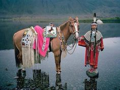 Traditional dress from the Wanapum tribe.