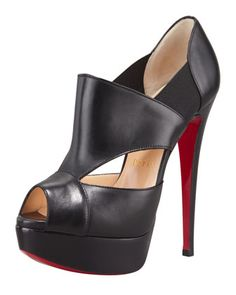 Man these with Black Lingerie. Christian Louboutin Pitou Leather Peep-Toe Red Sole Bootie, Black Mens New Years Eve Outfit Crazy Shoes, Me Too Shoes, Shoe Boots, Shoe Bag, Shoe Closet, Red Sole, Boat Shoes, High Heels, Stilettos