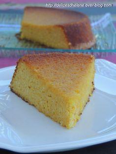 Ce gâteau, à la texture humide est particulièrement parfumé. Je me suis inspiré de la recette de Mamina. Le secret pour obtenir un goût d'orange particulièrement bien présent, c'est de cuire l'orange entière et l'intégrer entièrement à la préparation...