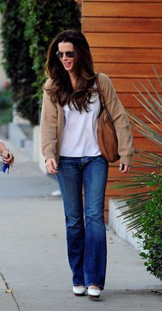 Kate Beckinsale in Gorgeous Givenchy Messenger