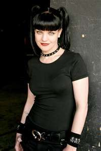 Pauley Perrette. Gothic beauty. Those clothes, shoes, makeup, and hair. Fashion Icon.
