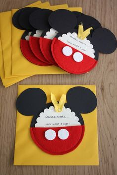 uitnodigingen Mickey mouse - Mickey invites  (link doesn't go anywhere).