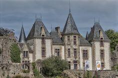 Château de Bressuire, Deux-Sèvres | Poitou-Charentes C'est tres belle - mon premier baiser at midnight - c'était parfait !