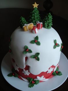 Panettone decorato in pasta di zucchero. Fondant Christmas cake.  by, Les Génoises, Genova, Italy