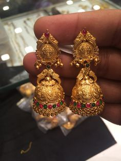Gold Jhumka Earrings, Gold Earrings Designs, Gold Jewellery Design, Antique Earrings, Gold Jewelry Simple, Golden Jewelry, Simple Necklace, Ear Jewelry, Jewelery