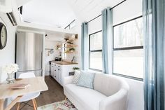 This is the Lindley Tiny House on Wheels by Tiny Life Construction and you're invited to come on in to tour it while we also interview the founder/builder! Tiny House Swoon, Tiny House Living, Tiny House Design, Tiny House On Wheels, Small Living, Home And Living, Rv Living, Shabby Chic Tapete, Shabby Chic Chairs