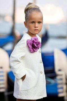 """Пальто белое с брошью """"Цветок"""""""
