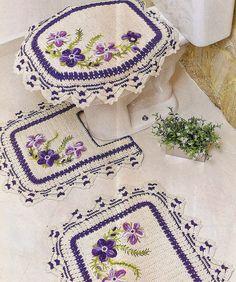 CROCHE COM RECEITA: Tapetes em crochê bordado com ponto rococó