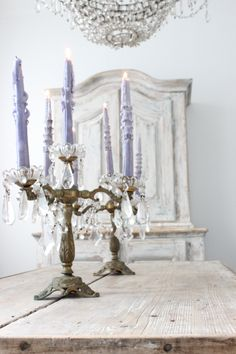 Shabby Chic Interior Design Ideas For Your Home Casas Shabby Chic, Shabby Chic Interiors, Shabby Chic Homes, Shabby Chic Style, Shabby Chic Decor, Boho Chic, Chandeliers, Chandelier Bougie, Candle Chandelier