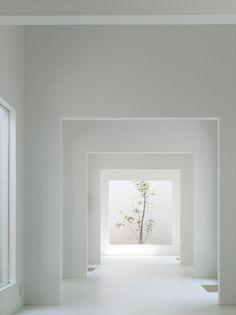 Chiyodanomori Dental Clinic / Hironaka Ogawa & Associates