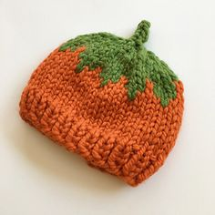 Baby Hat Knitting Pattern, Loom Knitting, Baby Knitting, Knitting Patterns, Sewing Patterns, Baby Knits, Knitted Baby, Pumpkin Hat, Halloween Patterns