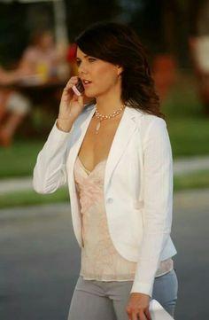 Lauren Graham as Lorelai Gilmore. Always stylish!