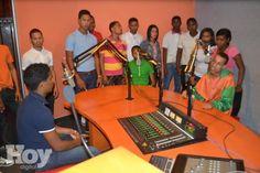 Indotel promueve charla buen uso tecnología a Estudiantes Bahoruco http://www.audienciaelectronica.net/2014/11/11/indotel-promueve-charla-buen-uso-tecnologia-a-estudiantes-bahoruco/