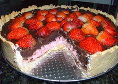 Torta de morango com chocolate trufado.   Cozinha Menina