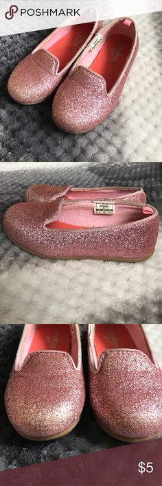 Pink OshKosh glitter size 9 girls slip one. Adorable pink glitter OshKosh slip ons. Size 9. Some glitter missing on the toes. Osh Kosh Shoes Dress Shoes