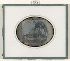 anoniem   Gezigt van het Buiten van F.L. Pichot, in de voorstad Zeelandia, Suriname, attributed to Anonymous, c. 1845 - c. 1850   Gezicht op het buitenhuis van F.L. Pichot van de zuid-westzijde, Zeelandia, Suriname in ovale passe-partout. Op de veranda zijn mensen.