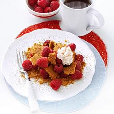 Deconstructed Raspberry Pie Recipe- Recipes It took us a couple tries to get the crumb crust just right in this fun-to-make and even-funner-to-eat graham cracker pie. Try it with fresh strawberries or blueberries. Deconstructed Food, Pie Recipes, Dessert Recipes, Cooking Recipes, Diabetic Friendly Desserts, Diabetic Recipes, Frozen Yogurt Pops, Lime Pie Recipe, Easy Sweets