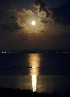 満月 水面