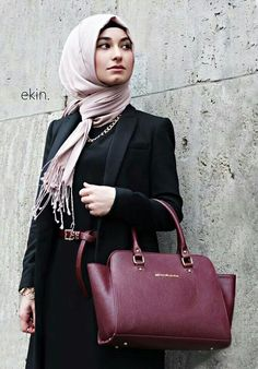 Black Blazer and Maxi with Burgundy Belt and Bag  |  Inspiration for Hijab Fashion