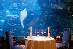 restaurant de luxe sous-marin dans un hotel sept etoiles