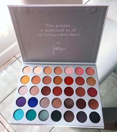 35 OMG Morphe eyeshadows that were created by Jaclyn to deliver not only the best color payoff but also amazing application in her Jaclyn Hill Eyeshadow Palette. Jaclyn Hill Eyeshadow Palette, Morphe Eyeshadow, Makeup Eyeshadow Palette, Drugstore Eyeshadow, Jaclyn Hill Palette, Makeup Set, Makeup Goals, Skin Makeup, Makeup Brushes