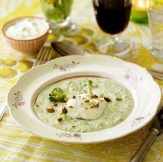 Broccolisoppa med gorgonzolakräm – en läcker, lättlagad och smakrik!