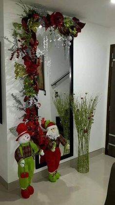 Do you need any christmas or website post viral in social Christmas Swags, Christmas Door, Simple Christmas, Christmas Holidays, Christmas Crafts, Christmas Presents, Christmas Centerpieces, Christmas Tree Decorations, Holiday Decor