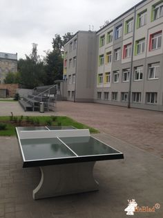 Pingpongtafel Groen bij Rigas Austrumu Vidusskola in Riga