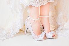 Oi meninaaas Hoje vim mostra alguns tipos de sapatos e sandalias para as noivas, Eu ainda não decidi qual vou usar, mas o modelo sera o numero :1 ou 3 que são super confortaveis, e como meu vestido é Princesa então nem aparece ne .. Mas eu Ameiii o