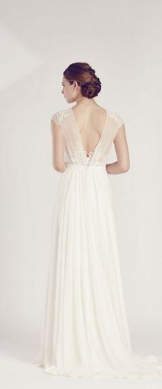 gefunden bei HAPPY BRAUTMODEN Brautkleid Hochzeitskleid edel elegant romantisch Marylise fließender Rock Spitze tiefer Rücken