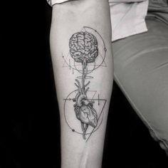 Anatomical Heart & Brain Tattoo Designs tattoo … – Tatoo's Trendy Tattoos, Small Tattoos, Tattoos For Women, Tattoos For Guys, Cool Tattoos, Feminine Tattoos, Nurses With Tattoos, Tattoo Am Finger, Brain Tattoo