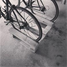 Propuestas para aparcar la bicicleta en un palet | I Love Palets