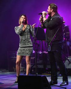Chris Young Photos - Cassadee Pope and Chris Young perform onstage during the second annual 'An Evening Of Scott Hamilton & Friends' hosted by Scott Hamilton to benefit The Scott Hamilton CARES Foundation on November 19, 2017 in Nashville, Tennessee. - Scott Hamilton Hosts the Second Annual 'An Evening of Scott Hamilton & Friend' to Benefit The Scott Hamilton CARES Foundation