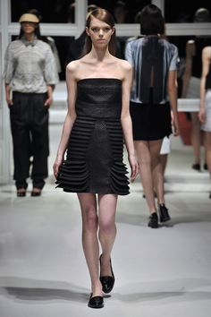 Look Sober Dress London College Of Fashion, Fall Winter, Autumn, Sober, Ready To Wear, Strapless Dress, Runway, How To Wear, Inspiration