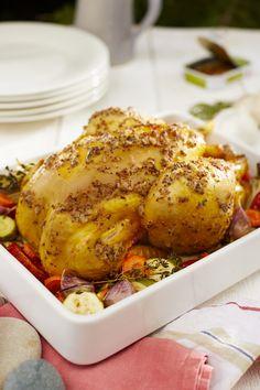 POULET AU BEURRE DE SARDINE ET PIMENT D'ESPELETTE ingrédients pour 5 : 1 poulet fermier St SEVER 2 sardines à l'huile 1 cuillère à café de moutarde à l'ancienne 120 g de beurre 1 cuillère à café de piment d'Espelette 1/2 verre d'eau Les saveurs terre-mer apportent de l'originalité dans vos assiettes. Le gras de la sardine permet de révéler le goût boisé et de noisette du poulet fermier. Amazing Recipes, Easy Recipes, Easy Meals, Seafood Recipes, Chicken Wings, Turkey, Butter, Cooking, Cook