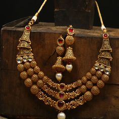 - Authentic & Trustworthy Place to buy bridal jewellery. Gold Bridal Jewellery Sets, Gold Wedding Jewelry, Gold Jewellery Design, Antique Jewellery, Gold Jewelry, Jewlery, Gold Earrings Designs, Necklace Designs, Bridal Necklace